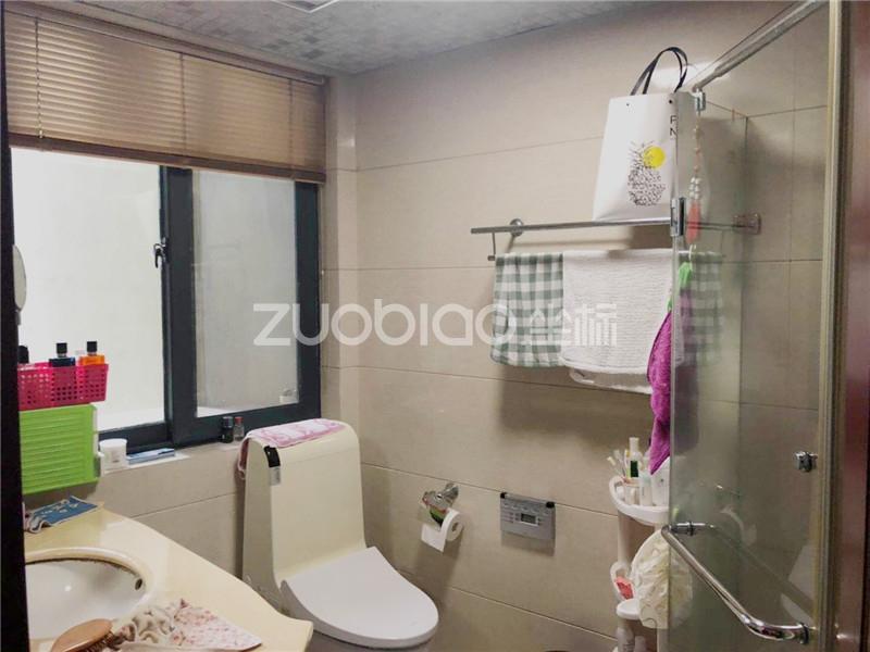滨江国际 5室2厅 590