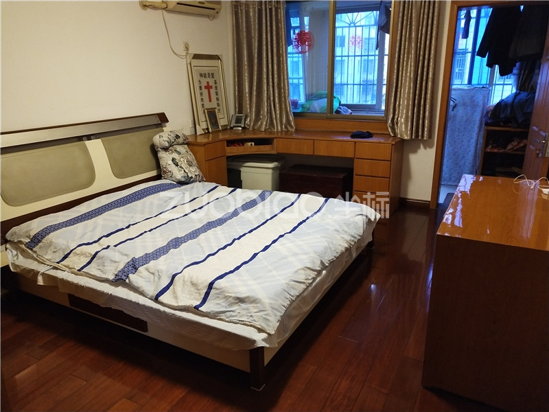 香山小区 5室2厅 416万