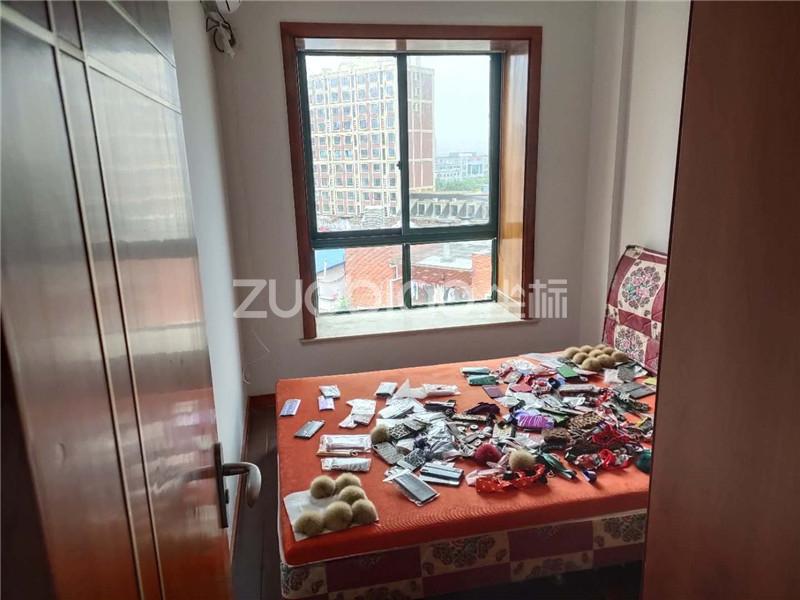 芳草园 4室2厅 360