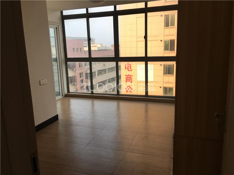 现代广场 4室2厅 362万