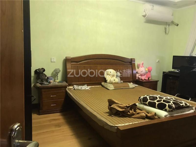 香山小区 3室2厅 230