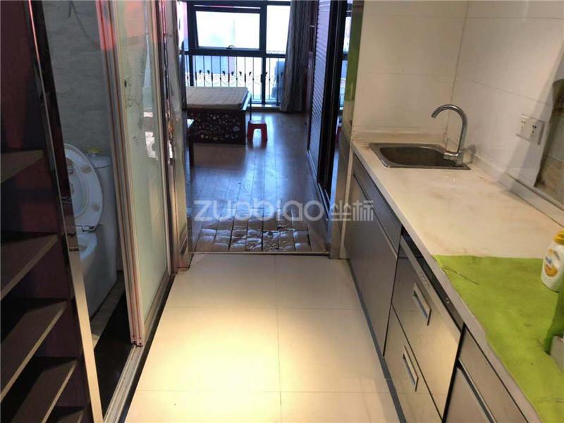 新马路公寓 1室1厅 205
