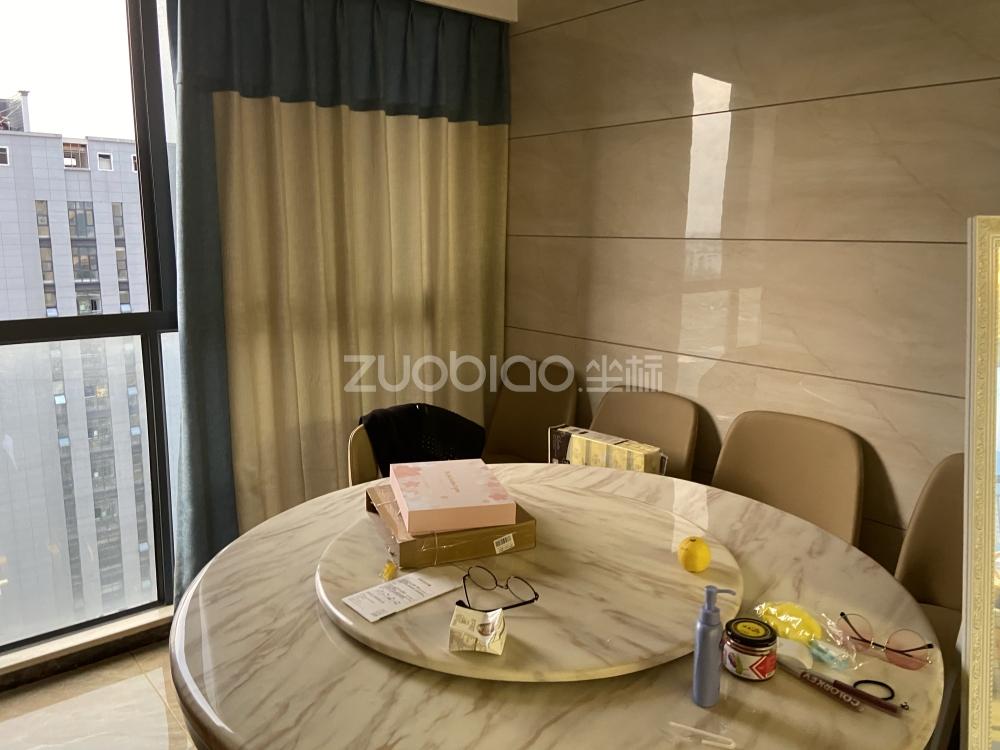 朝陽湖畔 2室2廳 140萬