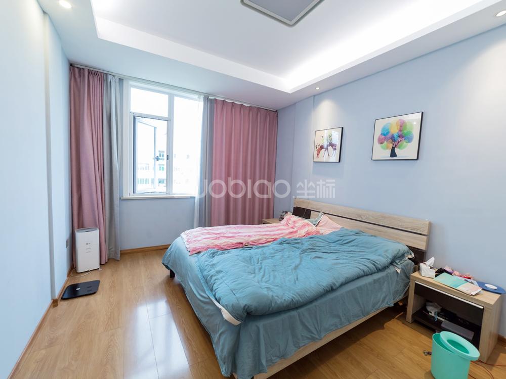 江東中路 3室2廳 220萬