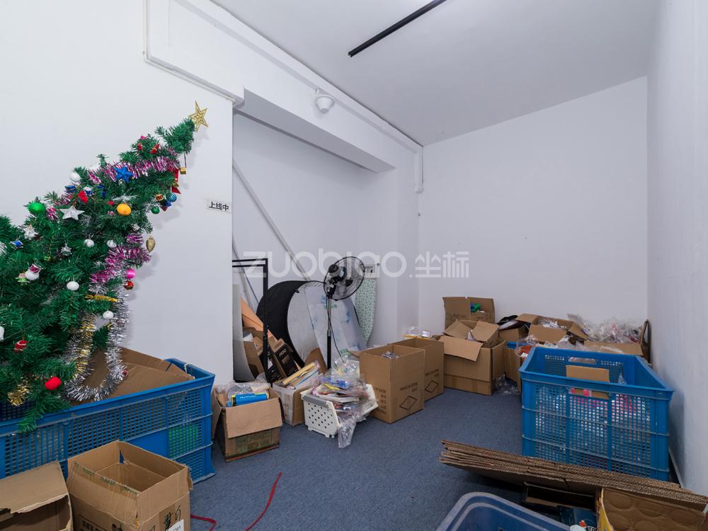 賓王廣場 4室2廳 320萬