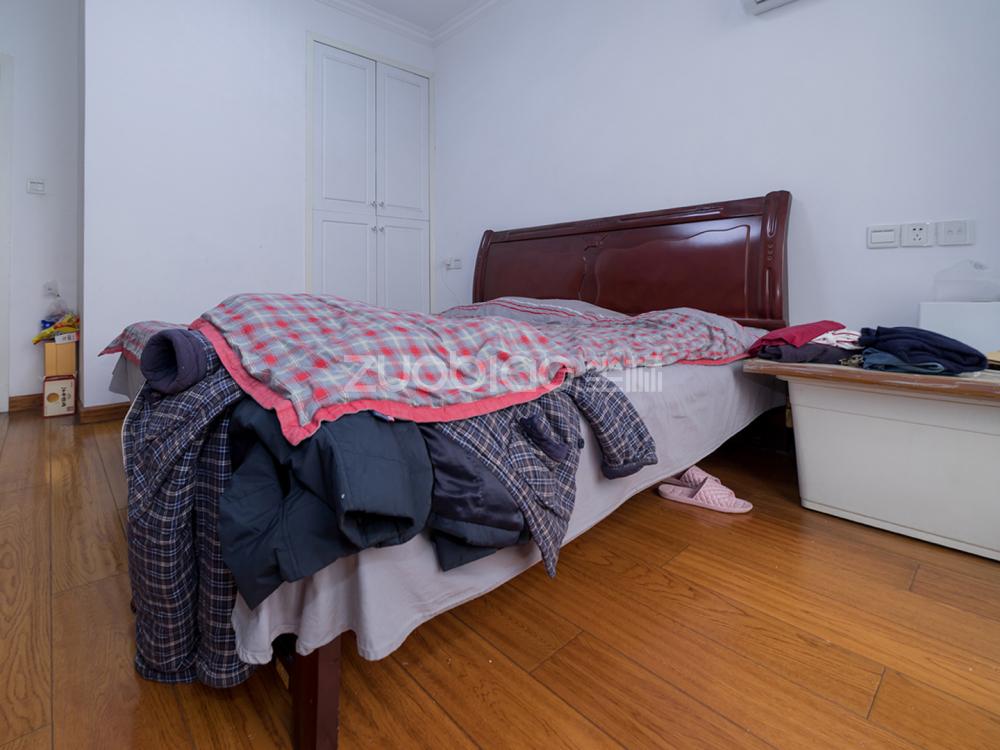江東南路 3室2廳 242萬