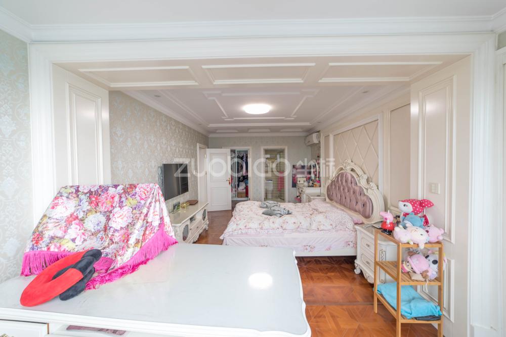 世纪公寓 3室2厅 510万