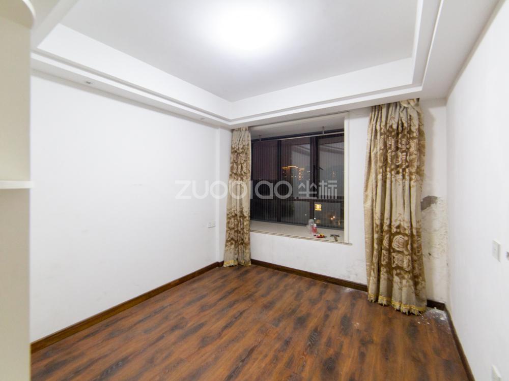 金城高尔夫二期 3室2厅 265万