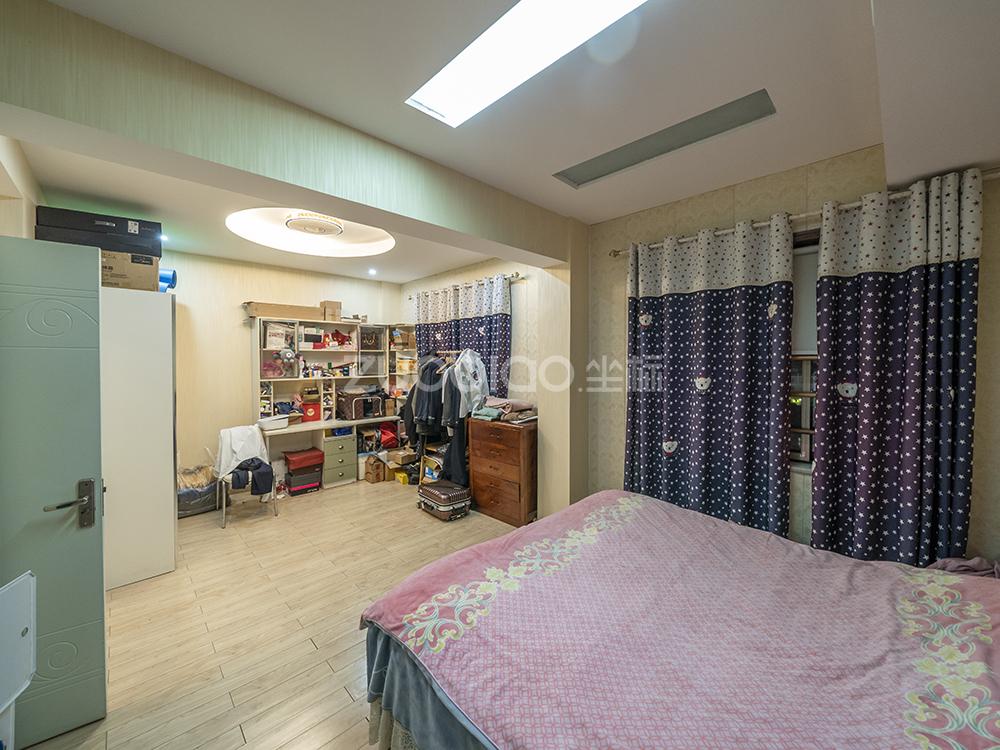 芳草園 4室2廳 410萬