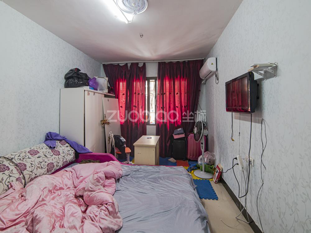 方臺小區 3室2廳 372萬