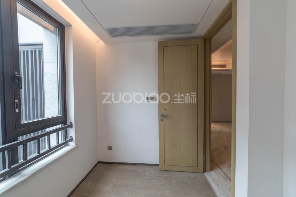 綠地朝陽門 4室2廳 820萬