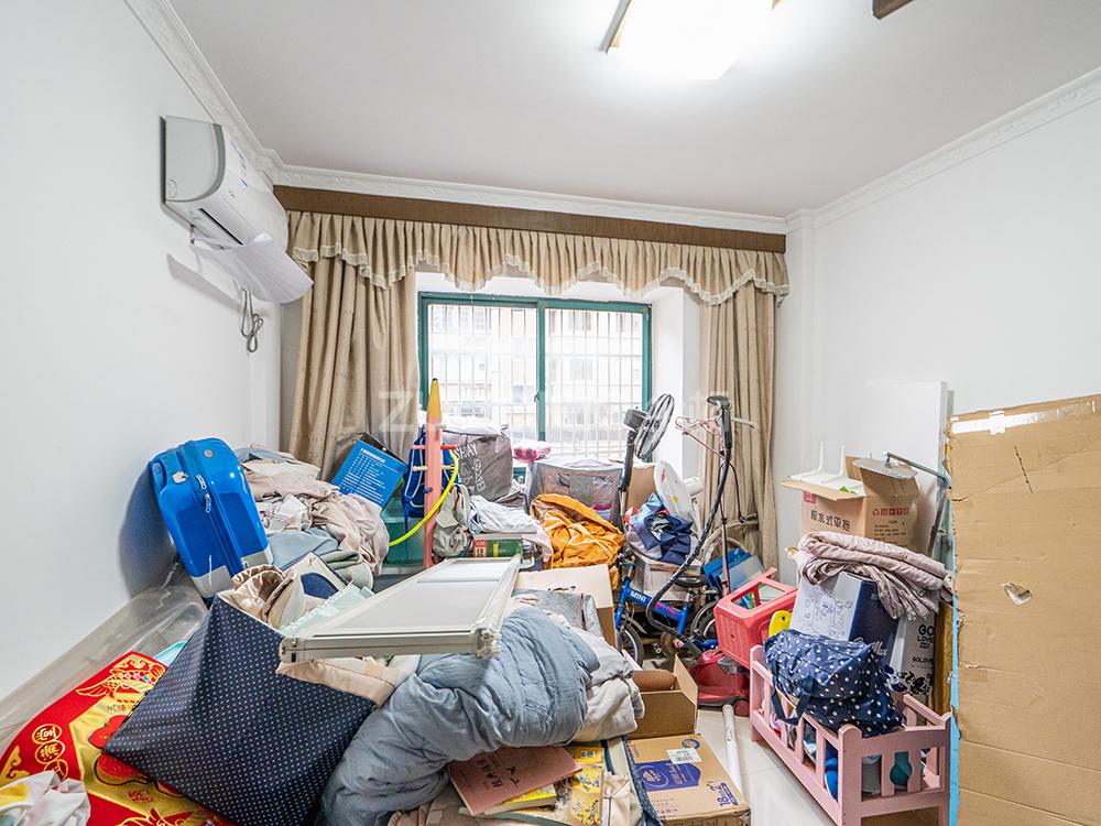芳草园 4室2厅 345万